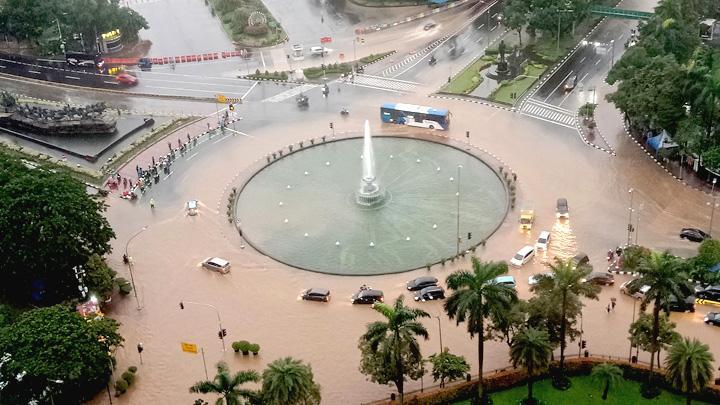 Jakarta Banjir, Warga Twitter Tetap Santuy - gdilab