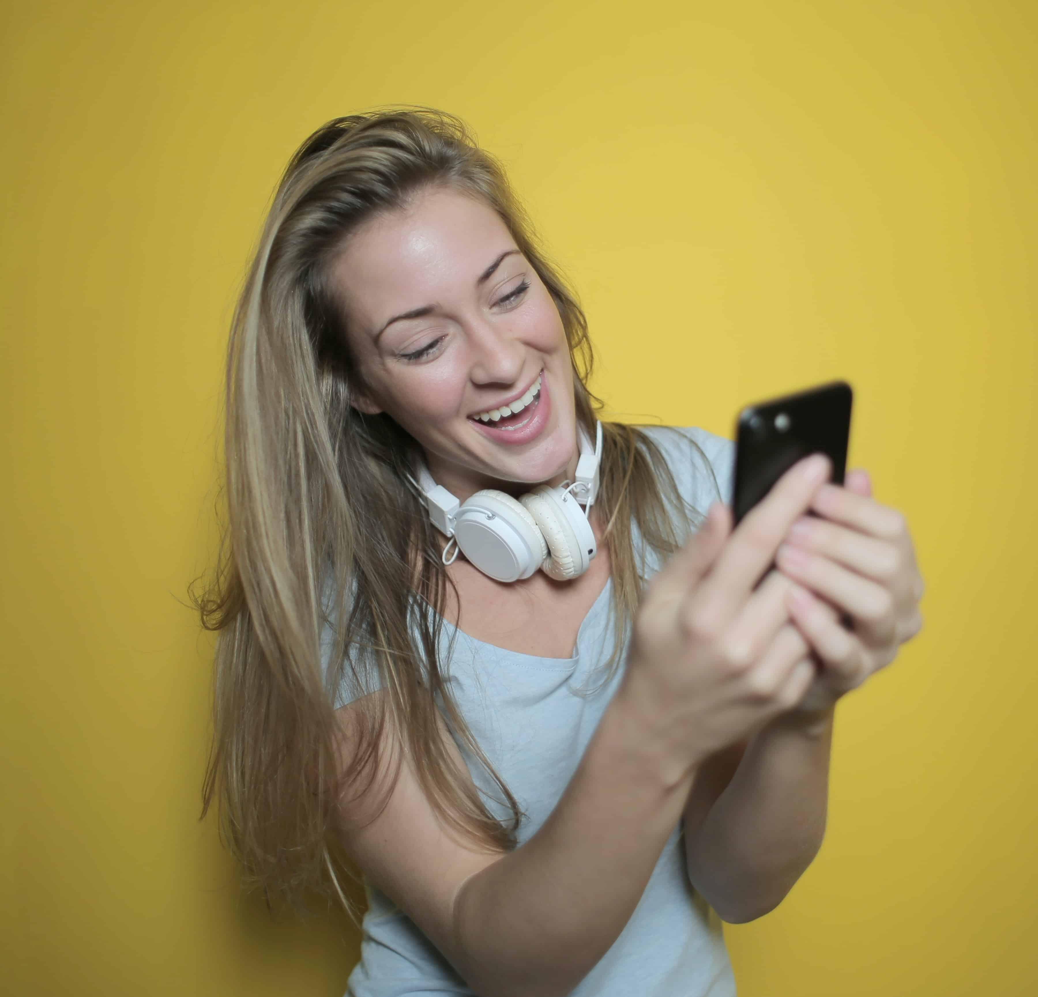 5 Jenis Aplikasi Hiburan yang Bisa Kamu Akses Selama di Rumah Aja gdilab